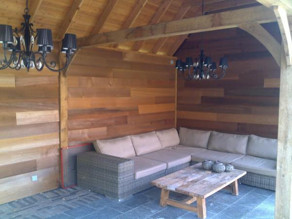 gezellige overdekte tuinruimte, woodstar wales paneelbouw tuinaanleg