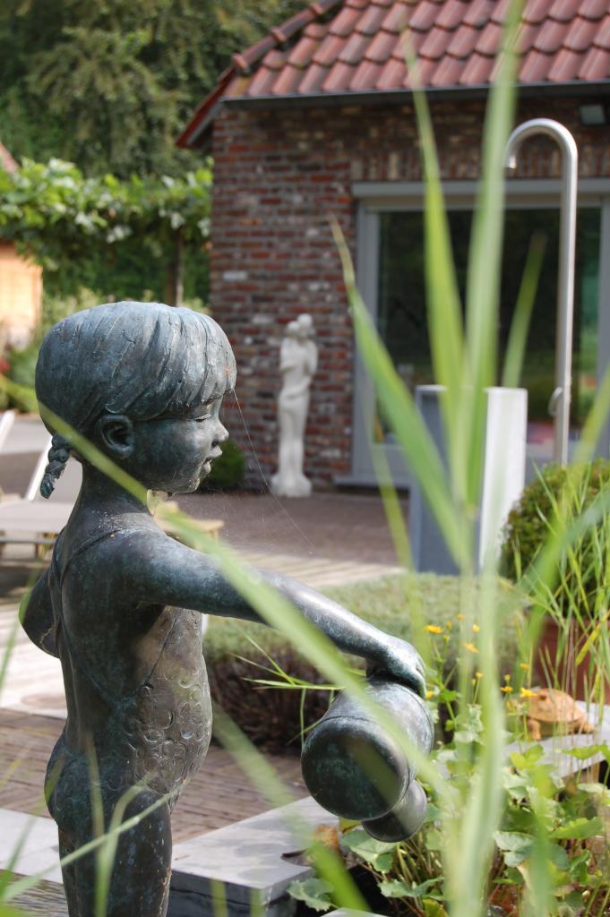 """<a href=""""/_drupal2/node/118"""">Een mooi tuinbeeldje in tuin te Heusden</a>"""